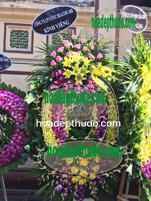 Mẫu vòng hoa đám ma tang lễ chia buồn kiểu ovan mới tại Hà Nội