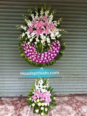 Vòng hoa kiểu sài gòn hai tầng sử dụng 100% lan tím ở Hà Nội