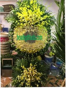 Vòng hoa tang lễ sài gòn cắm bằng hoa lan thái và ly vàng