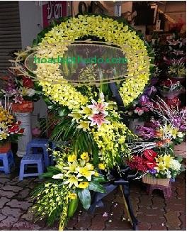 Vòng hoa lan vàng cắm theo phong cách sài gòn đẹp và mới nhất